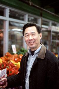 Kian shops the markets