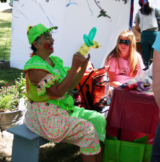 Clowning around at Raspberry Fest (photo Cottonwood Chronicle)
